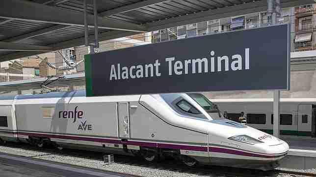 Desde la estación de trenes de Alicante a Benidorm